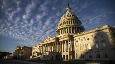 Empleada federal afirma que el cierre del gobierno la ha afectado monetaria y emocionalmente