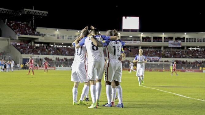 Estados Unidos llama a Efraín Álvarez y Julián Araujo a selección mayor