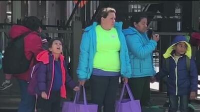 La ciudad de San Antonio brindará apoyo a los inmigrantes liberados de los centros de detención