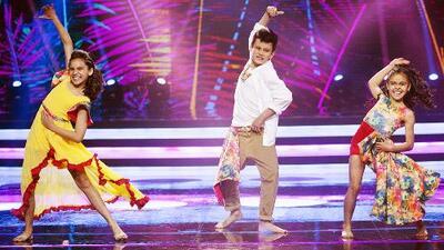 Al ritmo de Ricky Martin, este par de niñas inundan de sabor boricua la pista de Pequeños Gigantes