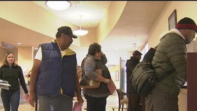 Residentes de Sacramento acuden a registrarse y ejercer su voto