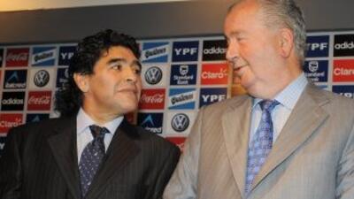 Maradona envía sus condolencias a la familia de Julio Grondona