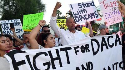 """""""Es tiempo de unirnos para luchar"""": Dreamers sobre los esfuerzos por defender DACA"""