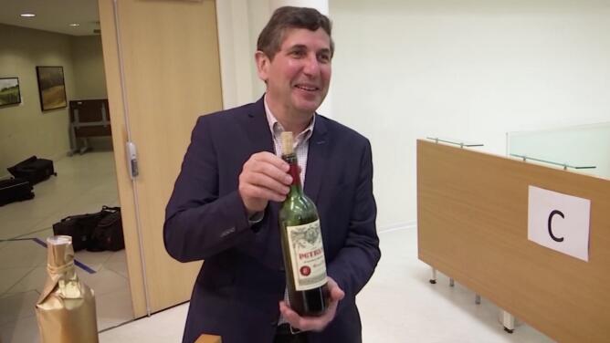 Un millón de dólares: el precio de una botella de vino añejada 14 meses en el espacio