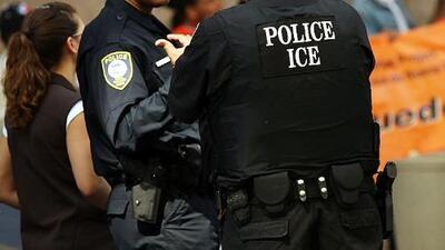 Cuomo promete evitar que ICE use licencias para identificar a indocumentados y la ciudad honra a futbolistas con desfile
