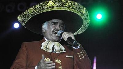 Así le canta 'Chente' Fernández la primera serenata a su bisnieta