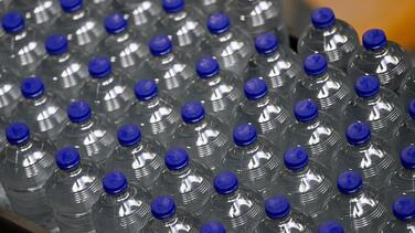 Buscan ayudar a las personas necesitadas durante el calor con una colecta de botellas de agua en Peoria