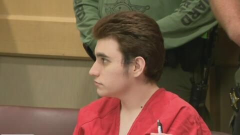 Jueza que investiga la masacre de Parkland pide más tiempo para responder a solicitud de la defensa