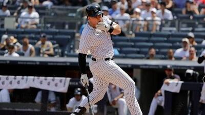 Luke Voit de los NY Yankees, recibe pelotazo en la cara
