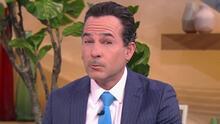 Carlos Calderón se pone tembloroso al contar cómo van los preparativos de su boda
