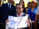 Gobernador de Puerto Rico firmó la ley de reforma educativa enfocada en las escuelas charter y vales educativos