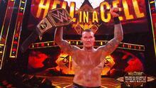 Randy Orton y un RKO que le da el título de la WWE