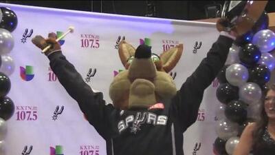 Univision KXTN-FM ahora transmitirá por radio los partidos de los Spurs de San Antonio