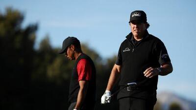 ¡Duelo de leyendas! Phil Mickelson derrota a Tiger Woods en 22 hoyos y gana nueve mdd