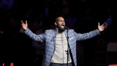 R. Kelly se declara no culpable, paga parte de su fianza y es liberado de la cárcel