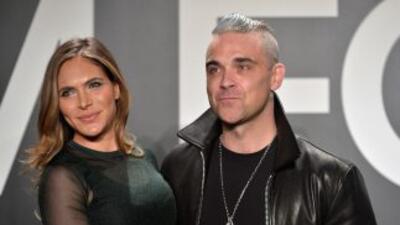 Ex empleada acusa a Robbie Williams y su esposa de acoso sexual