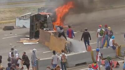 Ayuda humanitaria para Venezuela fue quemada al parecer por manifestantes opositores, según The New York Times