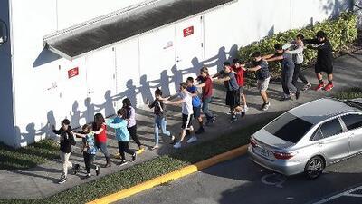 """""""Me enteré por el mensaje que me mandó mi hijo"""": Padre de alumnos presentes en el tiroteo"""