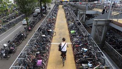 Construir pistas para bicicletas podría salvar hasta 10,000 vidas al año en Europa