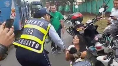 A puñetazos, una conductora la emprendió contra las agentes que la detuvieron