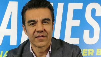 Ingresan al actor Adrián Uribe en cuidados intensivos por tener el intestino perforado