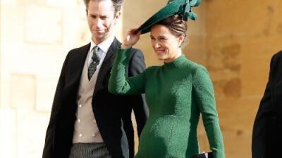 Pippa Middleton impacta embarazada y en tacones en la boda de la princesa Eugenie