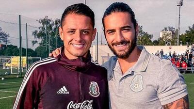 'Chicharito' quiere saber si es más guapo que Maluma