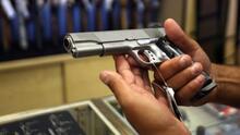 ¿En qué consiste y cómo avanza el proyecto que busca permitir el porte de armas en público y sin licencia?