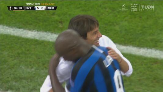 ¡Una 'manita'! Romelu Lukaku presumió toda su potencia física para marcar el 5-0