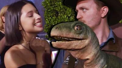 Ángela Aguilar pegó gritos de terror por los dinosaurios que encontró en Universal Studios Hollywood