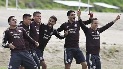 ¡Listas las alineaciones! Así formarán México y Chile en el debut del Tata