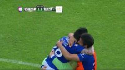 Goooolll!! Rogelio Alfredo Chávez Martínez mete el balón y marca para Cruz Azul