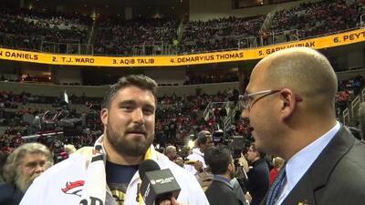 Sam Brenner con un español perfecto quiere ganar el Super Bowl 50