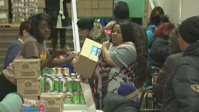 Banco de comida de Nueva York ofrece alimentos a beneficiarios de cupones para evitar que pasen necesidades