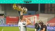 Con el trofeo de la Coppa Italia en mano, CR7 agradeció a los fans