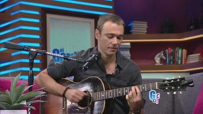 Quedamos boquiabiertos cuando el protagonista de 'José de Egipto' cantó al son de su guitarra