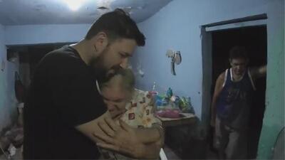 El cantante Roberto Tapia repartió ayuda a las personas afectadas por las inundaciones en Sinaloa