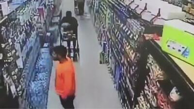 Autoridades del condado Orange buscan al sospechoso de alterar botellas de agua en un supermercado