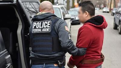 """""""Tenemos miedo de enviar a nuestra hija a la escuela"""": las redadas de ICE también afectan a los niños estadounidenses"""