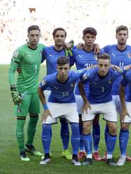 italy players pose for a team picture before the quarter final match between Italy and Mali at the U20 World Cup soccer in Tychy, Poland, Friday, June 7, 2019. (AP Photo/Sergei Grits)