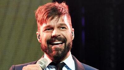 El beso de Ricky Martin con una bailarina en pleno concierto en México
