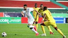 Tremenda recepción y golazo de Riyad Mahrez con Argelia