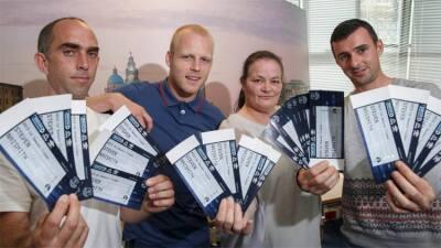 Futbolista regala boletos a personas desempleadas para ver al Everton