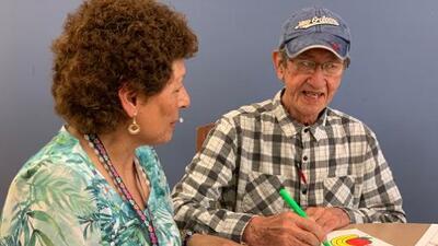 Un familiar con demencia: ¿Cuidarlo en casa o buscar ayuda profesional?