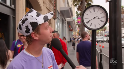 Watch young people try to read an analog clock