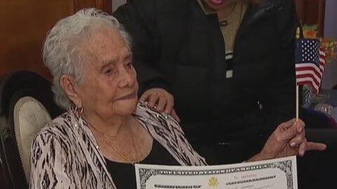 A los 99 años, esta colombiana en Queens se convierte en ciudadana estadounidense