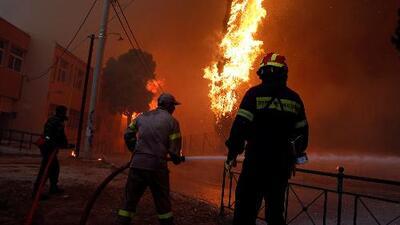 Abrazados, así encontraron a 26 personas calcinadas por los incendios en Grecia