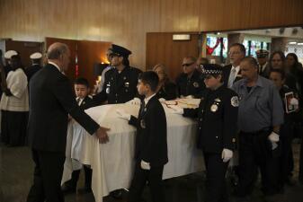 Imágenes dolorosas del último adiós al bombero Juan Bucio, quien murió en cumplimiento del deber