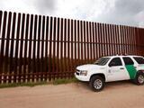 DHS pone fin al acuerdo que había firmado el fiscal general de Arizona para boicotear las políticas migratorias de Biden