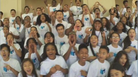 La organización que ayuda a jóvenes latinos a acceder a educación de alto nivel